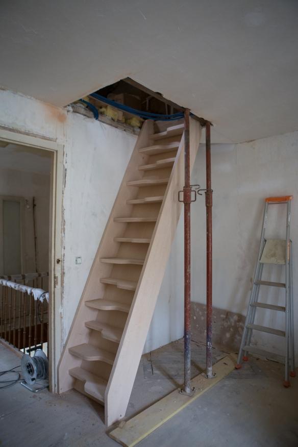 Escalier atypique au 33 de la rue - Escalier a pas decales ...