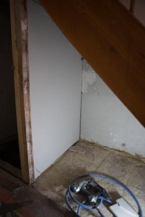 sous l'escalier-19