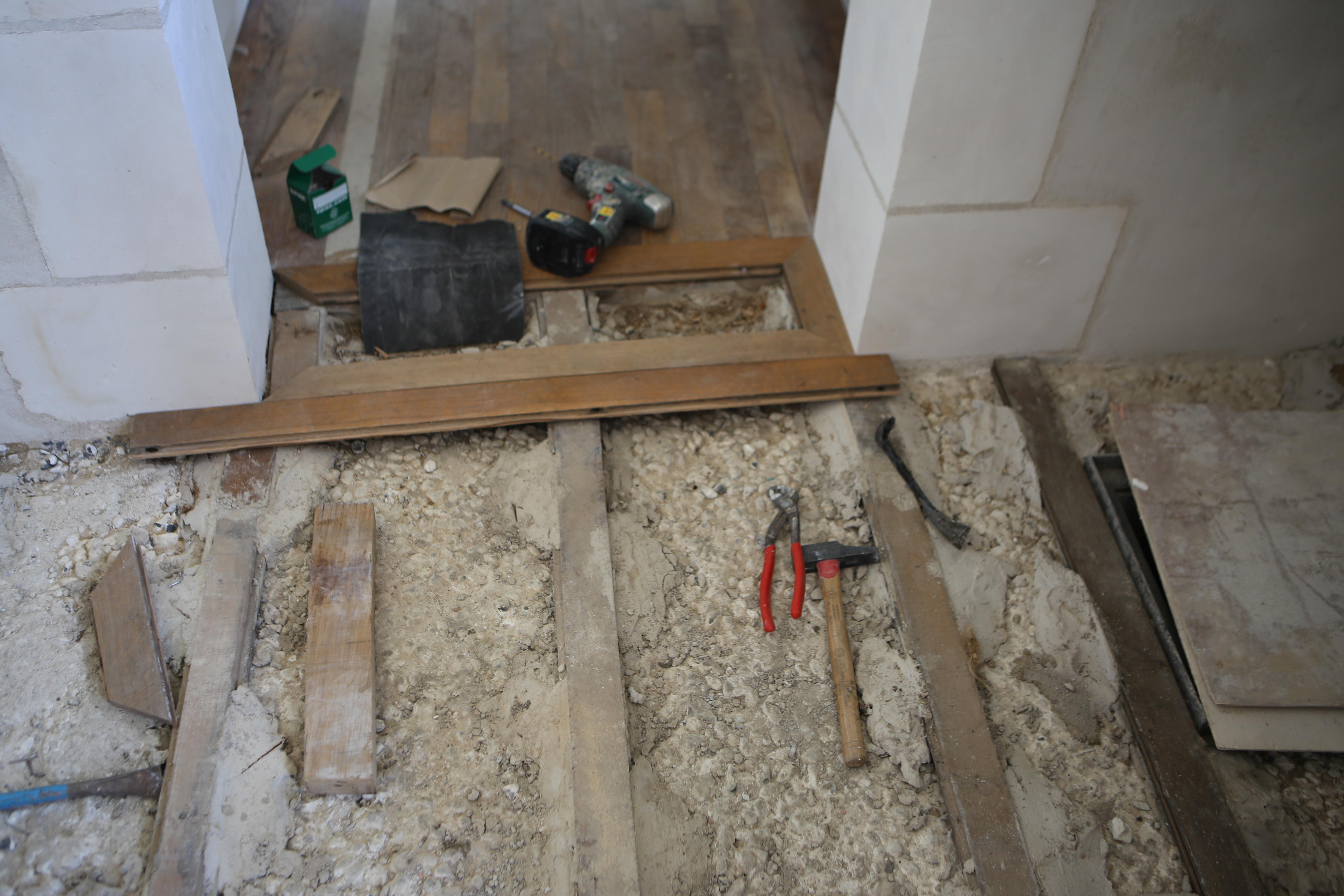 parquet dans cuisine exemple de cuisine de tiny house avec du parquet blanc le sol parquet. Black Bedroom Furniture Sets. Home Design Ideas