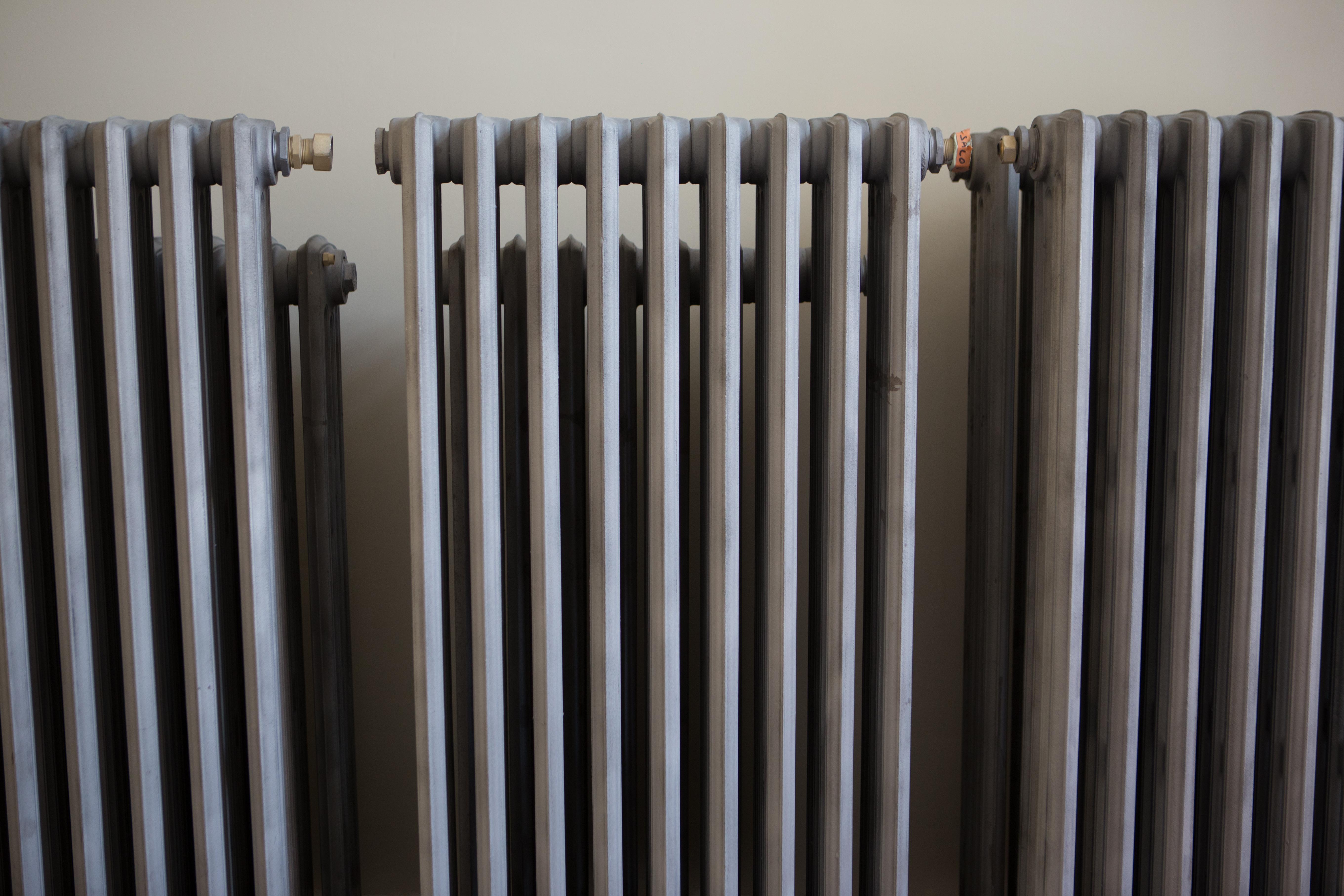 peindre radiateur fonte affordable nuancier peinture radiateur with peindre radiateur fonte. Black Bedroom Furniture Sets. Home Design Ideas